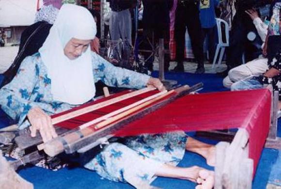 Wisata Tenun Ikat Sarung Samarinda Kalimantan Timur Yoshiewafa Ibu Membuat