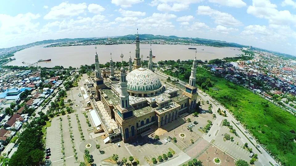 Foto Udara Spektakuler Kawasan Islamic Center Samarinda Langit Masjid Baitul