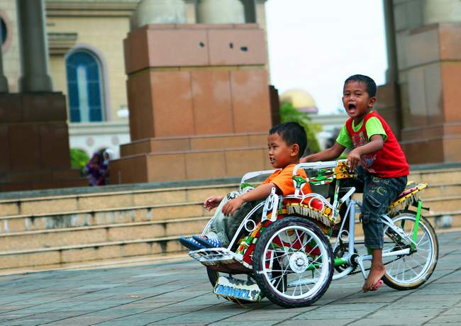 Hiburan Anak Kaltim Post Asyik Bermain Becak Mini Disewakan Pelataran