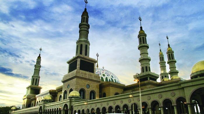 Seni Arsitektur Baitul Muttaqin Adopsi Masjid Tiga Negara Tribun Kaltim