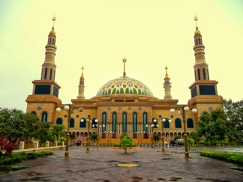 Agustus 2014 Bretro Blog Islamic Center Samarinda Patung Pesut Tepian