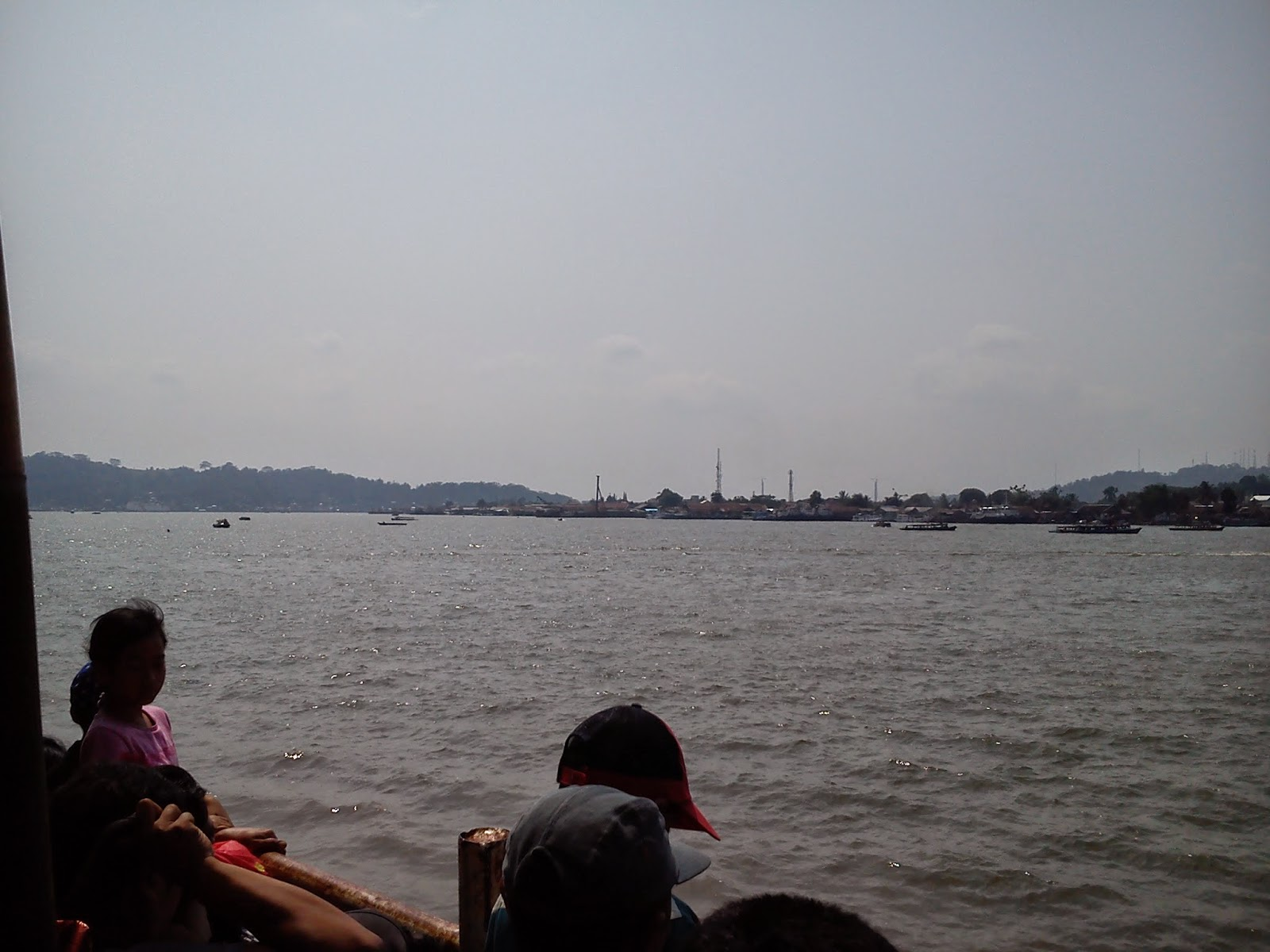 Asiknya Tempat Wisata Gratis Tepian Sungai Mahakam Jhonthit Patung Pesut