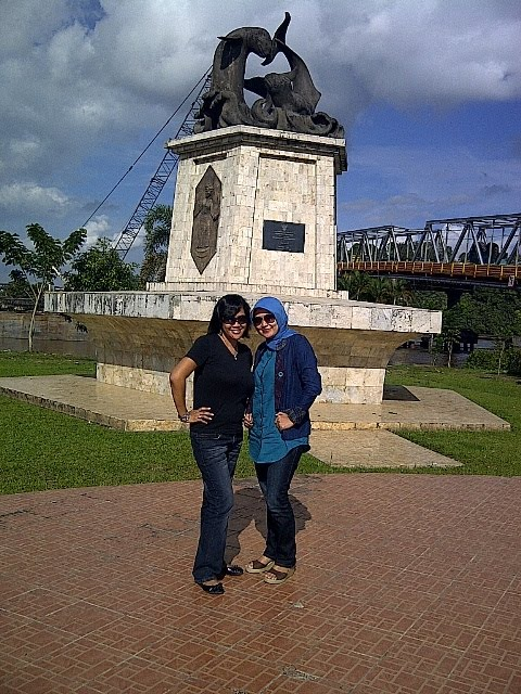 Duniaku 2011 Patung Pesut Tepian Kota Samarinda