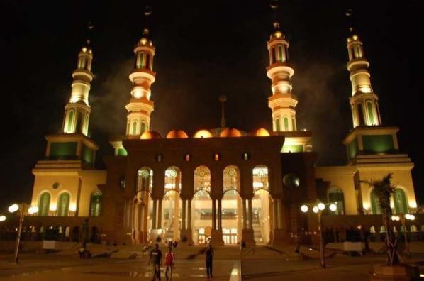 Jalan Kota Samarinda Anakkutu Islamic Centre Malam Hari Patung Pesut