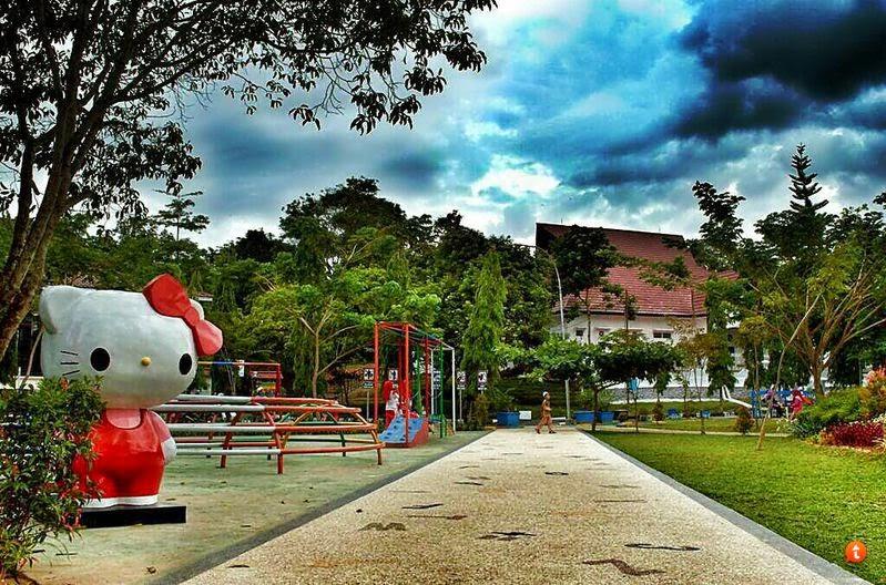 Kota Tepian Pariwisata Monumen Pesut Taman Cerdas Patung Kitty Samarinda