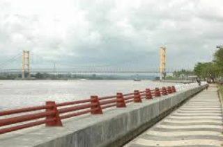 Menikmati Keindahan Wisata Tepian Sungai Mahakam Tanahair Patung Pesut Kota