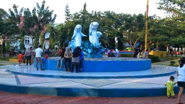 Taman Cerdas Samarinda Kota Tepian Pariwisata Patung Pesut