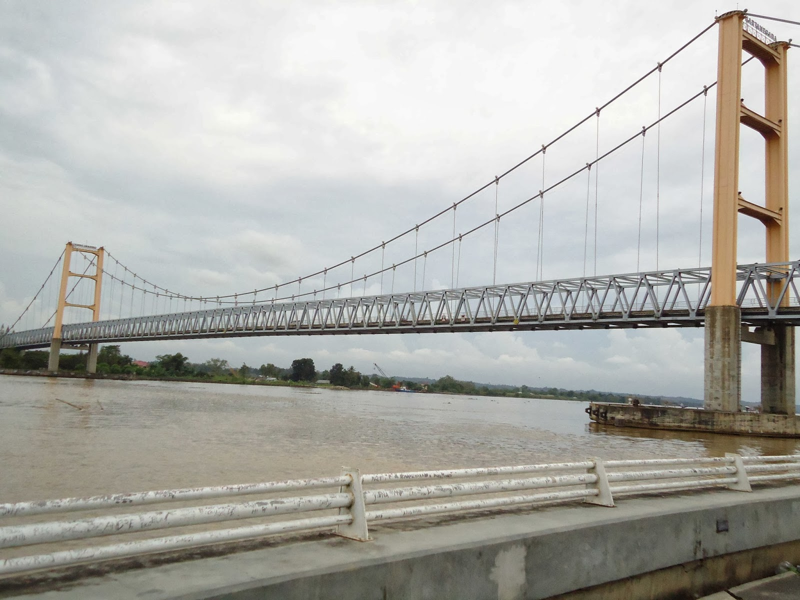 Tepian Mahakam Wisata Sungai Informasi Kalimantan Patung Pesut Kota Samarinda