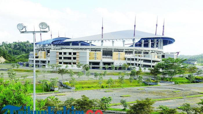 Arena Stadion Megah Dibangun Pon Rusak Berlumut Tribun Kaltim Nevrianto
