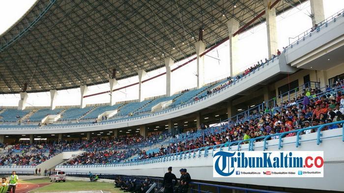 Berita Foto Ribuan Suporter Konvoi Menuju Stadion Tempat Final Partai