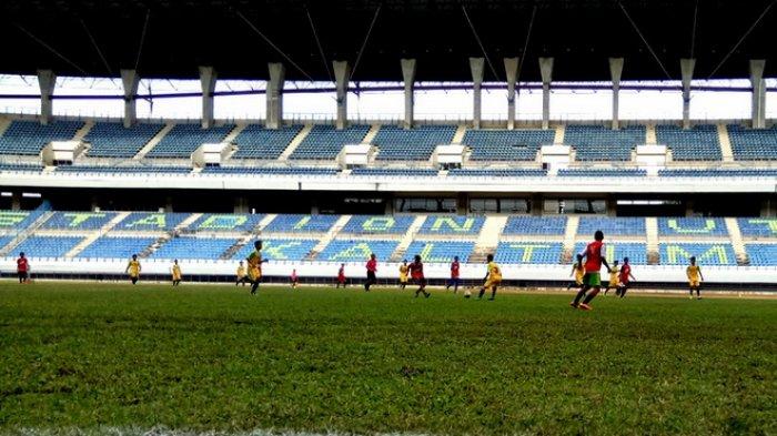 Pelatih Timnas 16 Pantau 52 Pemain Stadion Palaran Tribun Kaltim