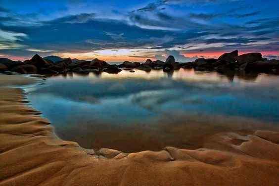 Kura Beach Singkawang Pesona Pantai Berbatu Batu Kalimantan Barat Kota