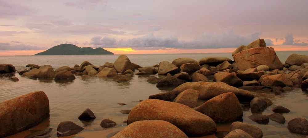 Kura Beach Singkawang Pesona Pantai Berbatu Batu Kalimantan Kota