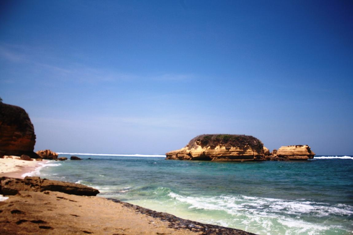 Pantai Kura Kabupaten Bengkayang Direktori Tempat Wisata Malam Menjelma Tak