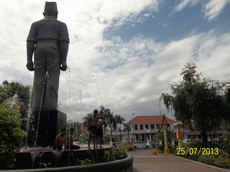 Kisah Kepahlawanan Gubernur Suryo Surabaya Oleh Mawan Sidarta Arca Joko