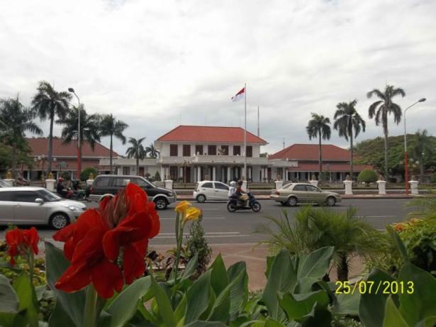 Mengenang Monumen Gubernur Suryo Arca Joko Dolog Surabaya Alamat Kota