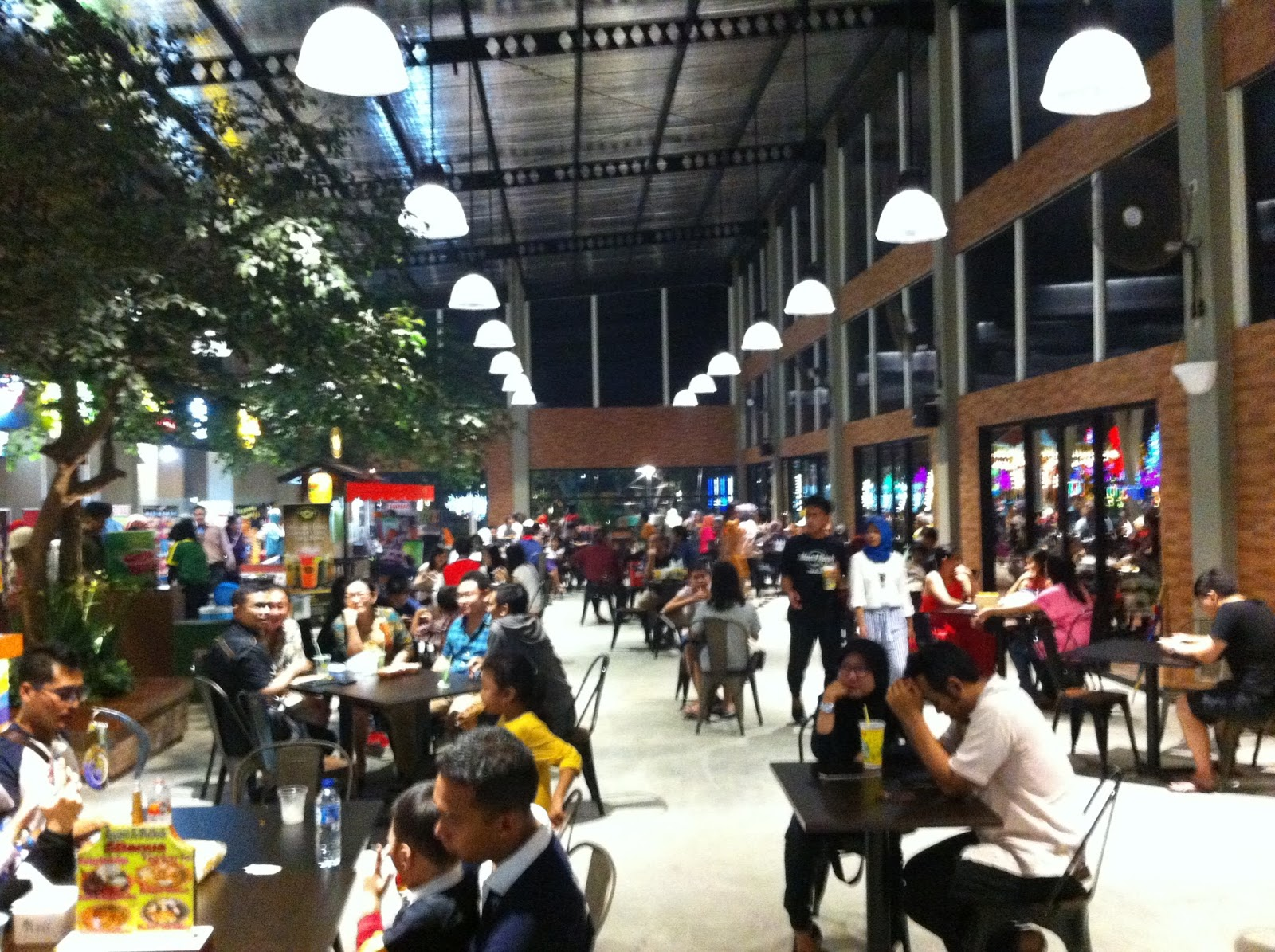 Bramantyo Cahaya Alam Impression Food Junction Grand Pakuwon Suasana Surabaya