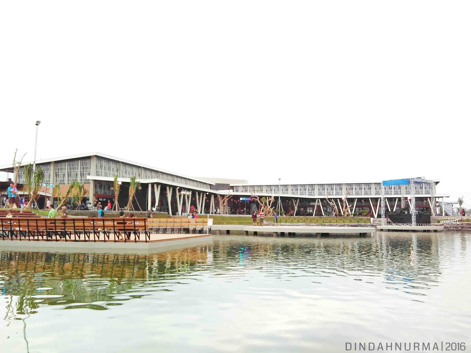 Indah Nurma Refreshing Kulineran Food Junction Grand Pakuwon Lagoon Pond