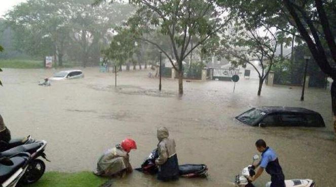 Alamat Walk Surabaya Tempat Makan Kuliner Citraland Daily Banjir 2016