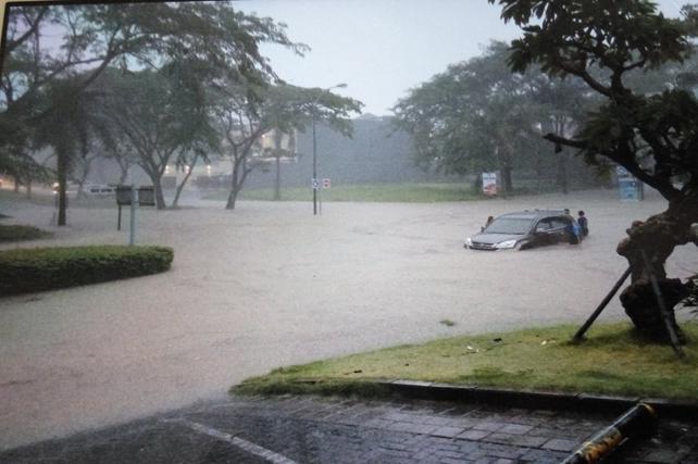 Suarasurabaya Net Kelanakota Penyebab Banjir Kepung Surabaya Menggenangi Kawasan Walk
