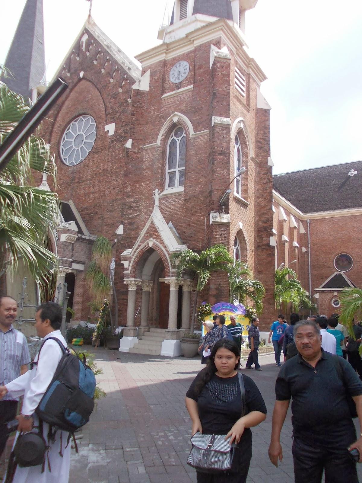 Blog Hurek February 2014 Ibu Elyana Gereja Kelahiran Santa Perawan