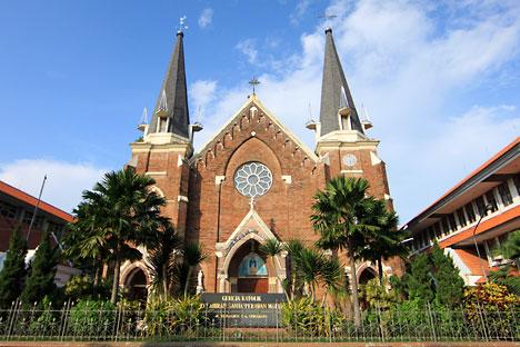 Gereja Katolik Kepanjen Tertua Surabaya Panduan Wisata Perawan Maria Tak