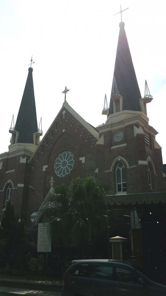 Roomsche Kerkstraat Te Soerabaja Gereja Kepanjen Oleh Andre Tampak Luar