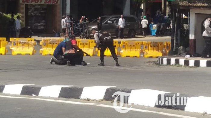 Dua Mencurigakan Disergap Jalan Jembatan Merah Surabaya Kembang Jepun Ditutup