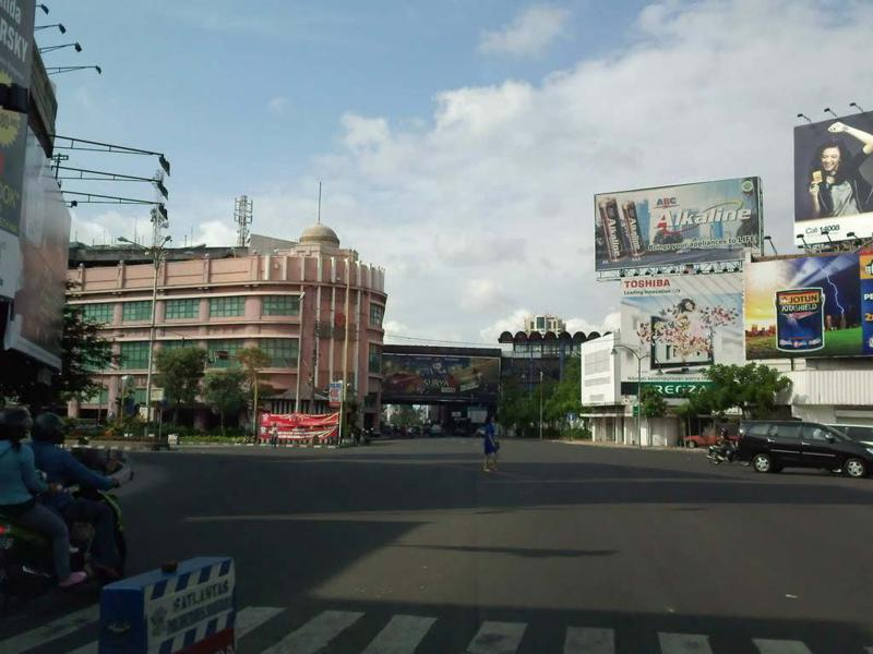 10 Gambar Peta Jalan Tunjungan Surabaya Malam Hari Ditutup Hotel