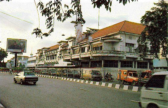 Gedung Pertokoan Biliar Central Jalan Tunjungan Pertigaan Jl Foto Surabaya