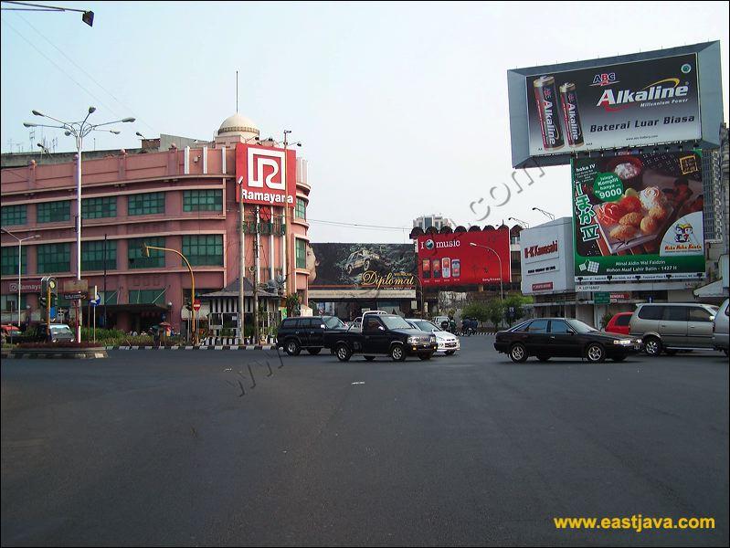 Jalan Tunjungan Surabaya Tempat Perobekan Bendera Kota