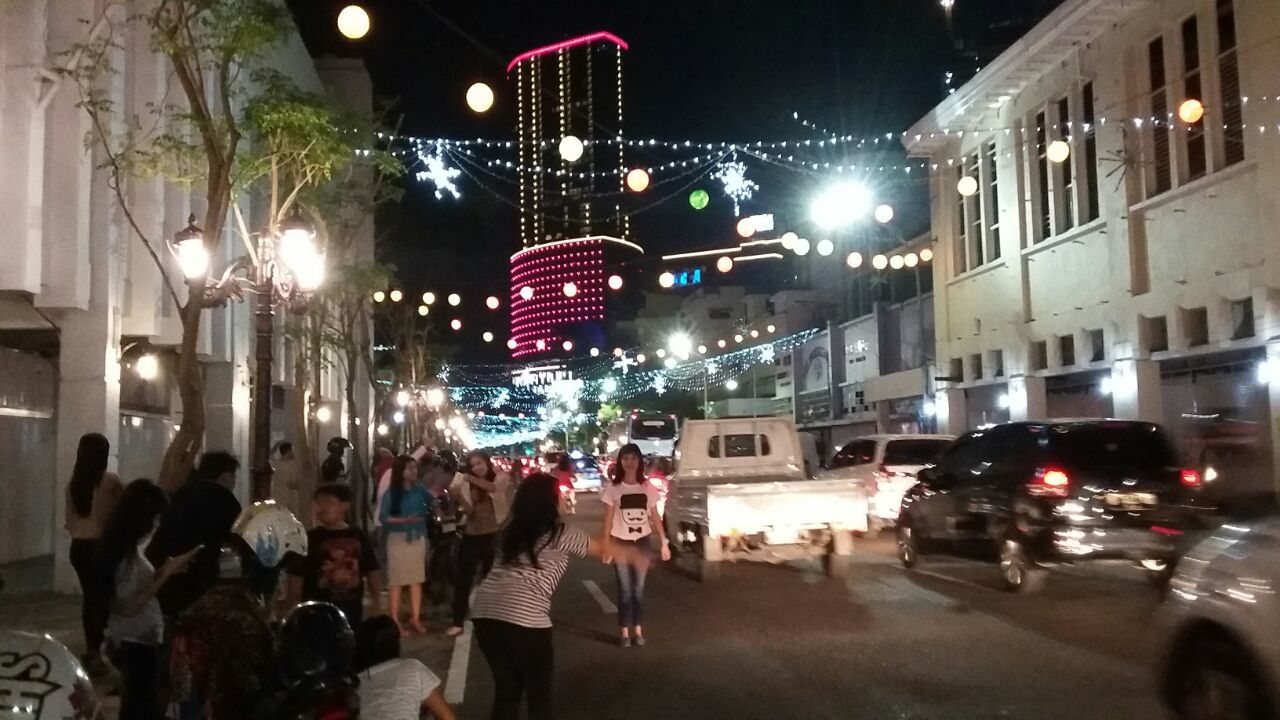 Jl Tunjungan Jadi Ajang Selfie Malam Hari Bunda Tri Tak