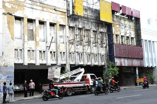 Suarasurabaya Net Kelana Kota Pemkot Surabaya Bongkar Penutup Fasad Bangunan