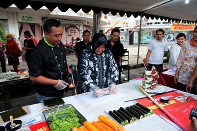 Suarasurabaya Net Kelanakota Minggu Pagi Jalan Tunjungan Mulai Ditutup Festival