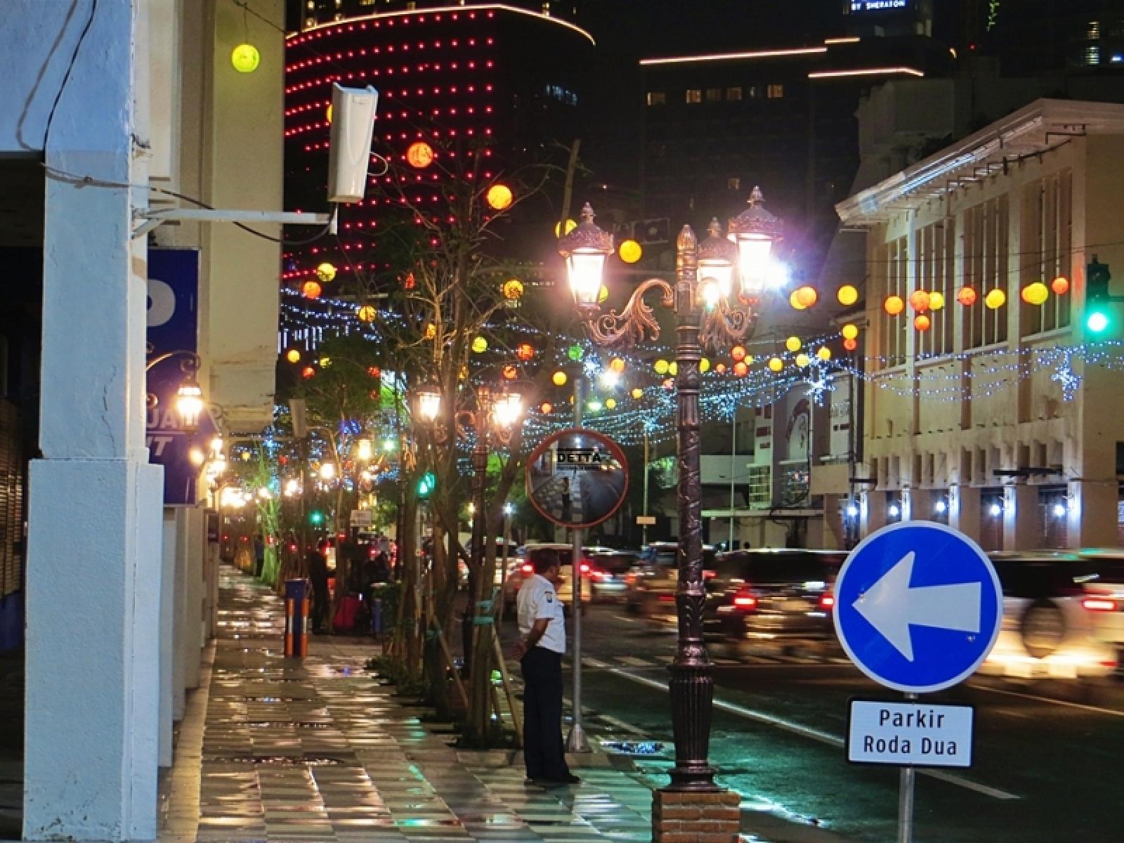 Tunjungan Jadi Daya Tarik Surabaya Malam Hari Jalan Kota