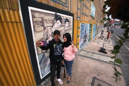 Warnai Surabaya Seni Mural Spot Pilihan Pasangan Muda Mudi Berfoto