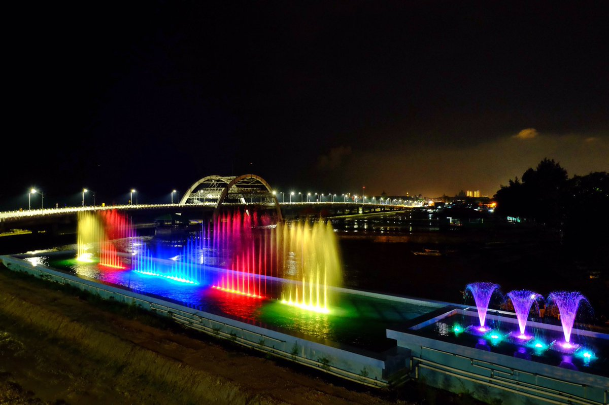 5 Tempat Wisata Ikonik Surabaya Atraksi Air Mancur Menari Cantik
