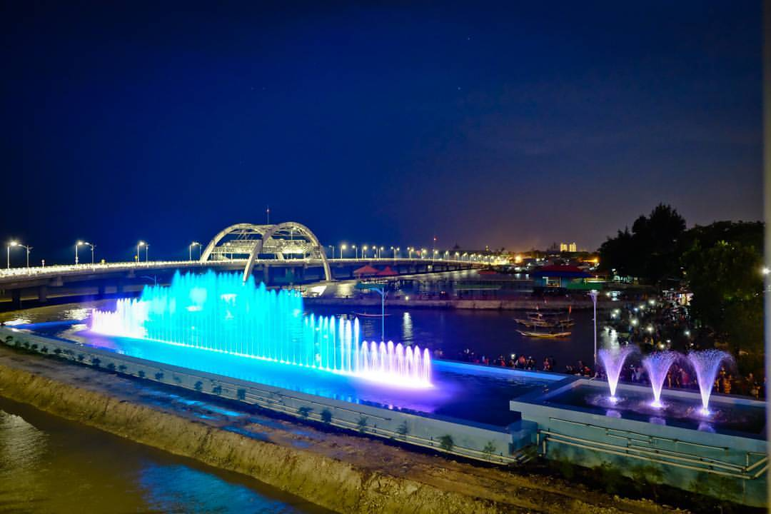 Air Mancur Menari Jembatan Kenjeran Suroboyo Surabaya Kota