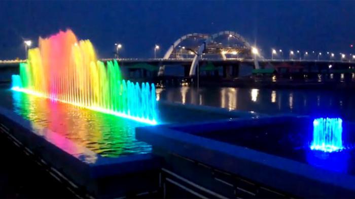 Menikmati Tarian Air Mancur Jembatan Kenjeran Ikon Kota Surabaya Tribunnews