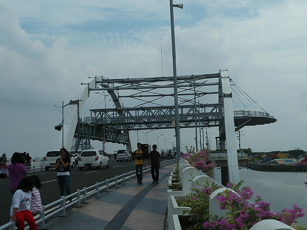 Obyek Wisata Jembatan Kenjeran Suroboyo Travel Surabaya Kota