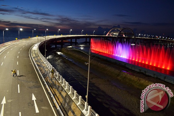 Risma Pastikan Jembatan Suroboyo Difungsikan Usai Peresmian Sejumlah Pengunjung Menikmati