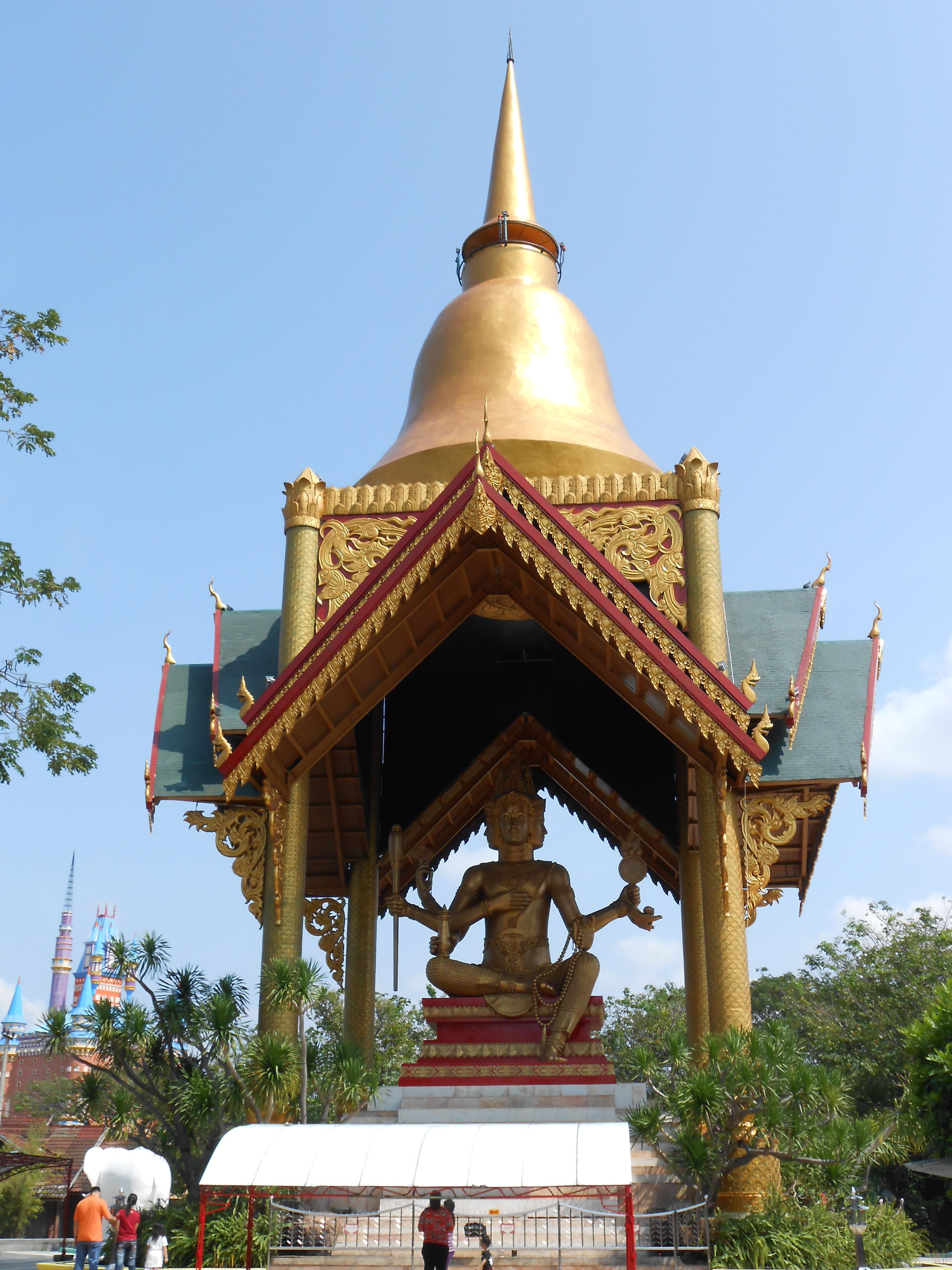 Klenteng Sanggar Agung Pagoda Tian Ti Terabaikan Eveline Patung Budha
