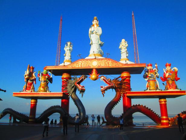 Satu Hari Keliling Kota Surabaya Senang Yuks Klenteng Sanggar Agung