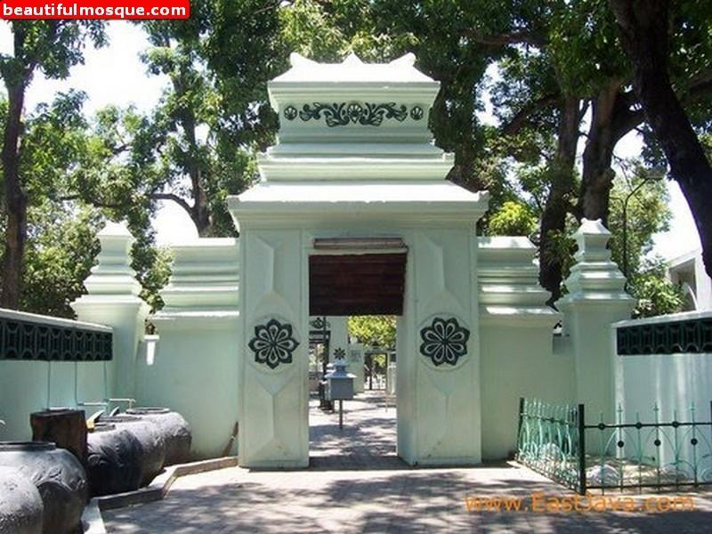 Beautiful Mosques Pictures Gambar Masjid Ampel Makam Sunan Agung Kota