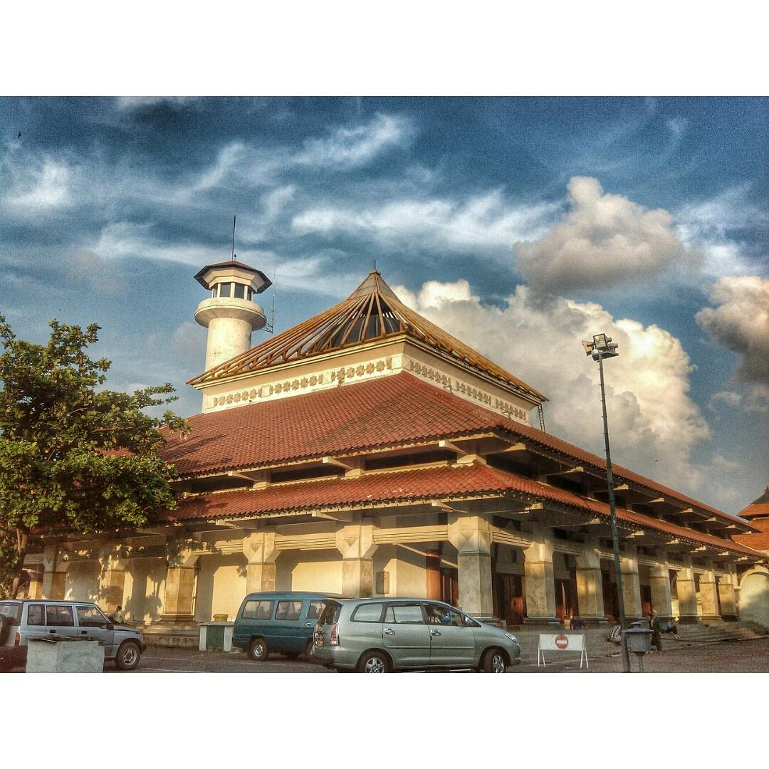 Indah Nurma Wajah Surabaya Tua Kawasan Ampel Masjid Kota