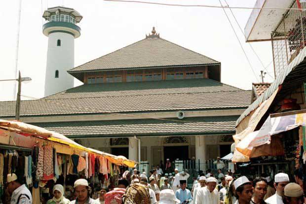 Masjid Ampel Dipadati Pengunjung Bulan Ramadhan Indonesian Kota Surabaya