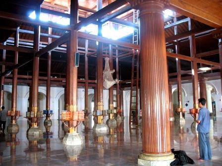 Masjid Ampel Jejak Langkah Selasar Depan Bagian Kota Surabaya