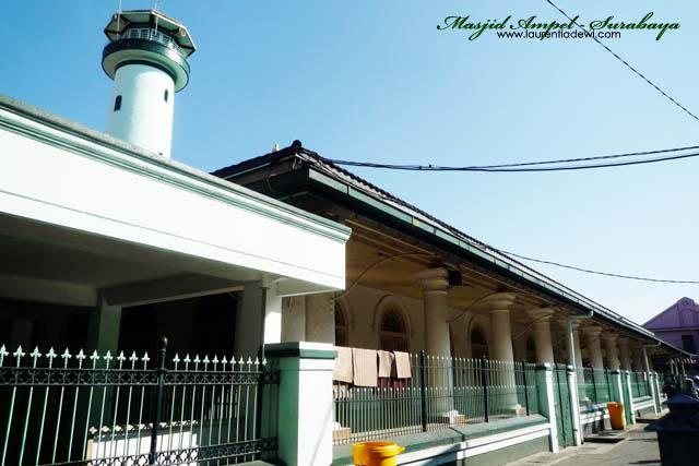 Masjid Ampel Surabaya Salah Satu Icon P1320738 Copy Kota