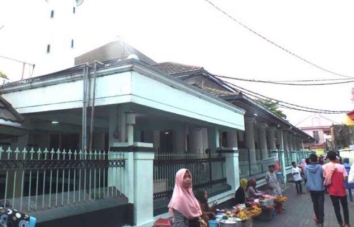 Menelusuri Jejak Kampung Religi Surabaya 4 Masjid Ampel Tempat Menempa