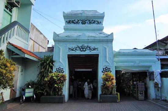 Pintu Masuk Ampel Foto Mesjid Surabaya Tripadvisor Lingkungan Masjid Kota